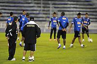 BUENOS AIRES, ARGENTINA, 16 DE MAIO 2012 - TREINO DO SANTOS NA ARGENTINA - Neymar jogador do Santos, durante treino de reconhecimento de gramado do Estadio Jose Amalfitani, na noite desta sexta-feira, 16. Amanha a equipe enfrenta o Velez Sarsfield pelo jogo de ida das quartas-de-finais da Libertadores da America. (FOTO: JUANI RONCORONI / BRAZIL PHOTO PRESS).