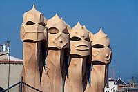 Spanien, Katalonien, Barcelona, Schornsteine auf Casa Mila = La Pedrera von Antoni Gaudii, Passeig de Gracia, Unesco-Weltkulturerbe
