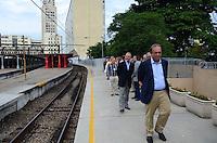 RIO DE JANEIRO, 23.12.2014 - SIMULARES OPERAÇÃO FERROVIARIA - O governador do Rio de Janeiro, Luiz Fernando Pezão, durante visita ao Centro de Operações Ferroviarias na Central do Brasil no Rio de Janeiro, nesta terca-feira, 23.  Os simuladores de operação ferroviária adquiridos pelo Governo do Estado estão entre os mais modernos do país e vão permitir o aperfeiçoamento da capacitação de 320 maquinistas, a melhora no desempenho na condução dos trens, além de auxiliar na manutenção das composições. Os simuladores foram fabricados na China e contam com painéis e comandos idênticos aos trens chineses e coreanos. (Foto: Jorge Hely / Brazil Photo Press).
