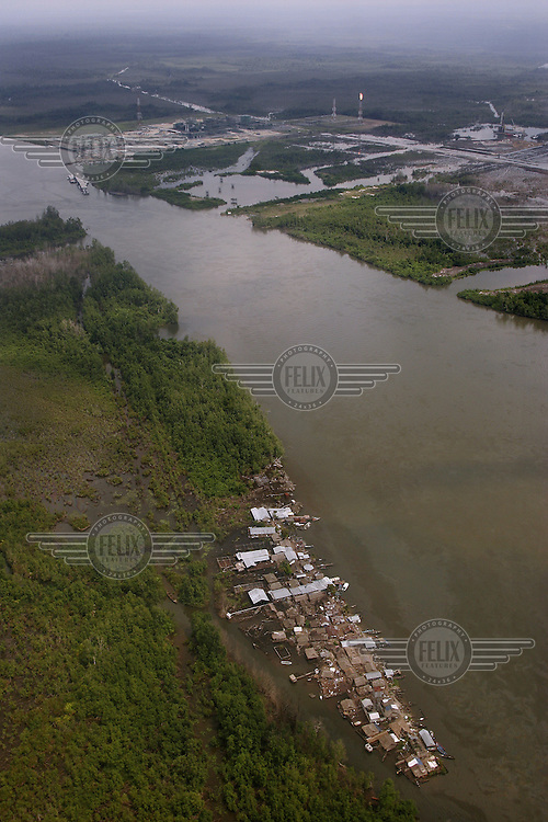 Shell operations in Niger Delta. Village near Shell Soku gas plant. Oil pollution in the river. © Fredrik Naumann