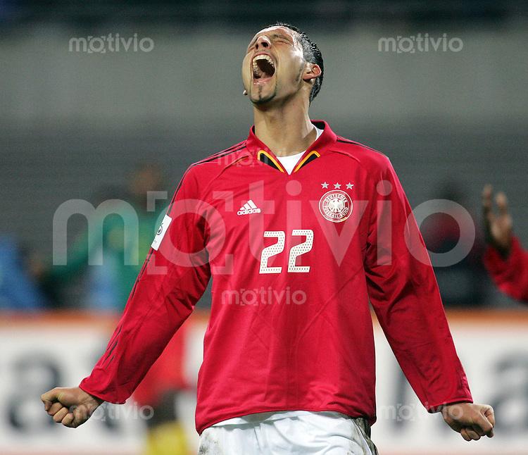 DFB Nationalmannschaft 2004/2005 Deutschland - Kamerun (3:0) Kevin Kuranyi (GER,) schreit lauthals seine Emotionen heraus, Freude, aufgerissener Mund.