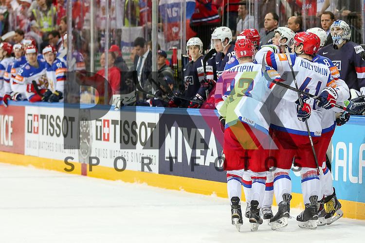 Jubel Team Russland im Spiel IIHF WC15 Russia vs. USA.<br /> <br /> Foto &copy; P-I-X.org *** Foto ist honorarpflichtig! *** Auf Anfrage in hoeherer Qualitaet/Aufloesung. Belegexemplar erbeten. Veroeffentlichung ausschliesslich fuer journalistisch-publizistische Zwecke. For editorial use only.