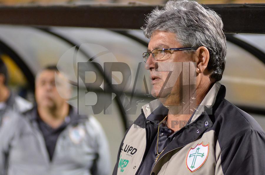 ATENÇÃO EDITOR: FOTO EMBARGADA PARA VEÍCULOS INTERNACIONAIS - SÃO PAULO, SP, 22 DE SETEMBRO DE 2012 - CAMPEONATO BRASILEIRO - SANTOS x PORTUGUESA: Geninho durante partida Santos x Portuguesa, válida pela 26ª rodada do Campeonato Brasileiro no Estádio do Pacaembú. FOTO: LEVI BIANCO - BRAZIL PHOTO PRESS