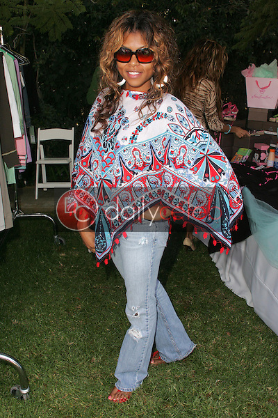 """Taraji P Henson<br />at the W Hollywood Yard Sale Presented by Guess benefitting """"Clothes Off Our Back"""". Private Residence, Brentwood, CA. 09-17-05<br />Dave Edwards/DailyCeleb.Com 818-249-4998"""