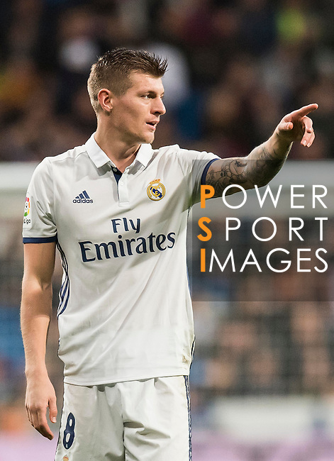 Toni Kroos of Real Madrid in action during the La Liga match between Real Madrid and RC Deportivo La Coruna at the Santiago Bernabeu Stadium on 10 December 2016 in Madrid, Spain. Photo by Diego Gonzalez Souto / Power Sport Images
