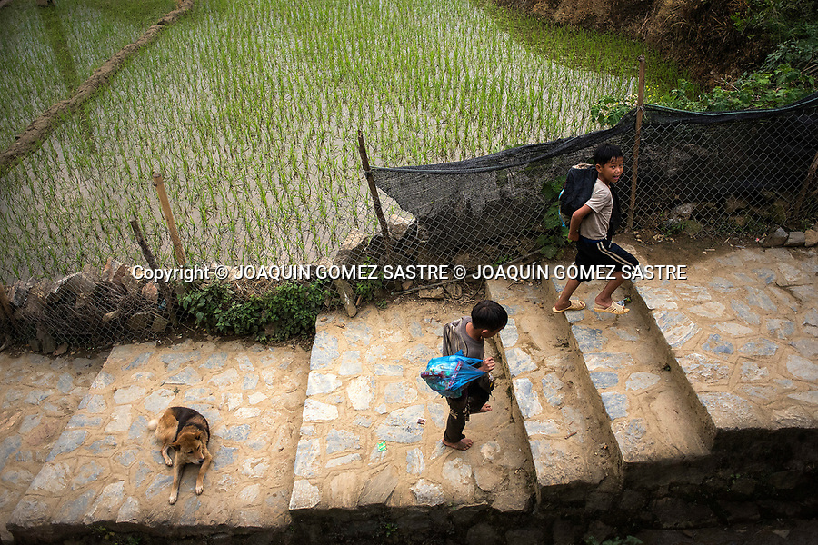 Two children in the Cat Cat village in Sa pa (Vietnam) area famous for its paddy fields in the north of the country.<br /> And in the last years this mountainous area is becoming a tourist attraction.<br /> SA PA- VIETNAM