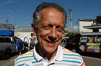 SAO PAULO, SP, 18 DE SETEMBRO 2012 - ELEICOES SP - JOSE SERRA - Deputado Walter Feldman  durante visita ao Parque do Trote no bairro da Vila Guilherme regiao norte da capital paulista nesse sabado FOTO: VANESSA CARVALHO - BRAZIL PHOTO PRESS.