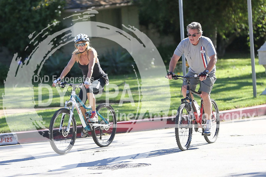 **ALL ROUND PICTURES FROM SOLARPIX.COM**<br /> **SOLARPIX RIGHTS - UK, AUSTRALIA, DENMARK, PORTUGAL, S. AFRICA, SPAIN &amp; DUBAI (U.A.E) &amp; ASIA (EXCLUDING JAPAN) ONLY**<br /> Goldie Hawn and Kurt Russell Sighted Biking in Los Angeles on October 31, 2015 - Street - Los Angeles, CA, USA<br /> This pic:   Goldie Hawn and Kurt Russell<br /> **STRICTLY NO ONLINE USAGE WITHOUT PRIOR AGREEMENT**<br /> JOB REF:  18761  PHZ  DATE:  31.10.15<br /> **MUST CREDIT SOLARPIX.COM AS CONDITION OF PUBLICATION**<br /> **CALL US ON: +34 952 811 768**