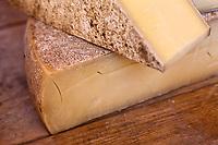 Europe/France/Rhône-Alpes/74/Haute-Savoie/Annecy: Comté sur l'étal d'un marchand de Fromages sur  le marché Rue Sainte-Claire