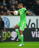 FUSSBALL   1. BUNDESLIGA    SAISON 2012/2013    13. Spieltag   VfL Wolfsburg - SV Werder Bremen                          24.11.2012 Naldo (VfL Wolfsburg)  Einzelaktion am Ball