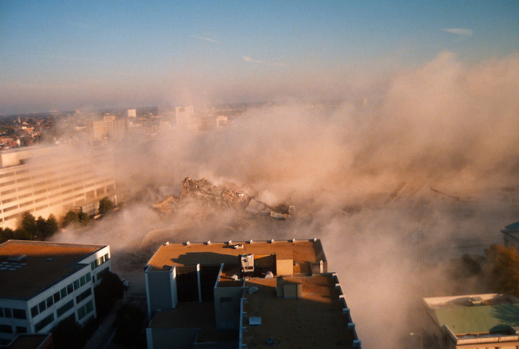 1996 November 24..Redevelopment..Macarthur Center.Downtown North (R-8)..SEQUENCE 23.IMPLOSION OF SMA TOWERS.LOOKING NORTH FROM ROOFTOP .OF MAIN TOWER EAST.PV3..NEG#.NRHA#..