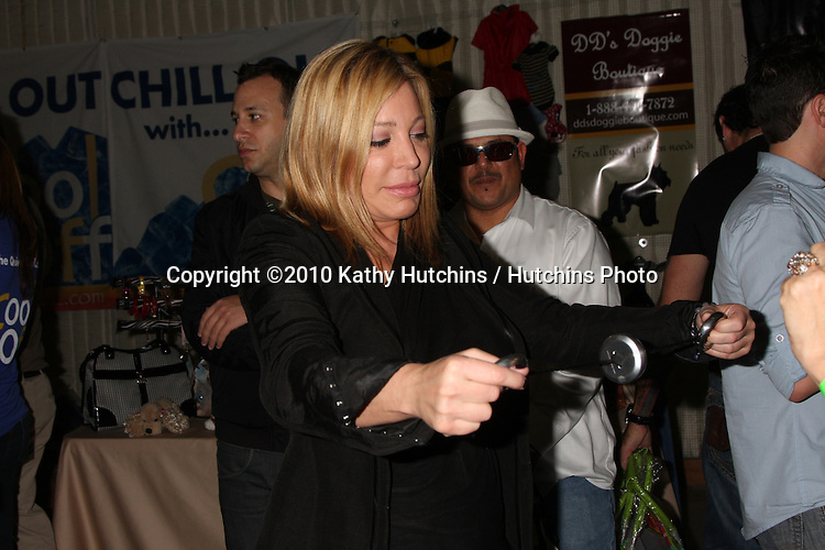 LOS ANGELES - NOV 20:  Taylor Dayne at the Connected's Celebrity Gift Suite celebrating the 2010 American Music Awards at Ben Kitay Studios on November 20, 2010 in Los Angeles, CA