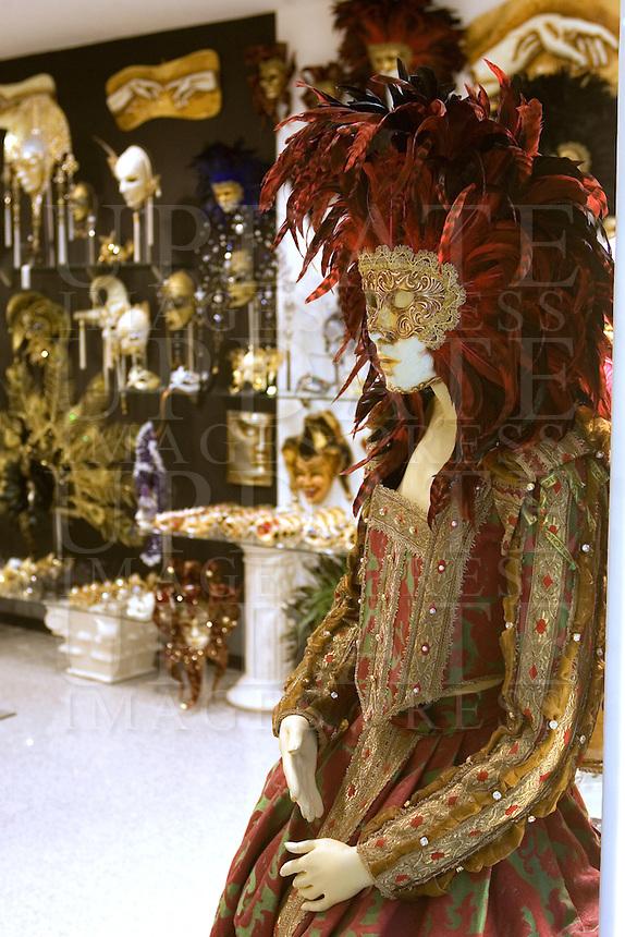 Maschere di carnevale in un negozio di Venezia.<br /> Carnival masks at a shop in Venice.<br /> UPDATE IMAGES PRESS/Riccardo De Luca