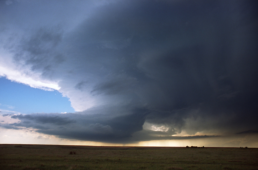 A rotating supercell thunderstorm roams the open prairies of southwest Kansas on May 31st, 1999. This storm produced a large tornado near Sitka Kansas only 1 hour after this image was taken.