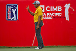 Jhonattan Vegas acknowledges the gallery on the eighteenth green during Round 2 of the CIMB Asia Pacific Classic 2011.  Photo © Raf Sanchez / PSI for Carbon Worldwide