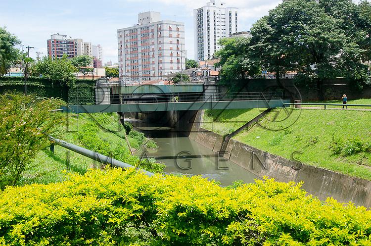 Riacho do Ipiranga próximo ao Monumento à Independência. Museu Paulista da Universidade de São Paulo, conhecido como Museu do Ipiranga, São Paulo - SP, 03/2013.