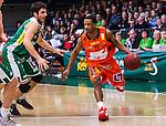 S&ouml;dert&auml;lje 2014-01-03 Basket Basketligan S&ouml;dert&auml;lje Kings - Bor&aring;s Basket :  <br /> Bor&aring;s James &quot;JJ&quot; Miller  i aktion mot S&ouml;dert&auml;lje Kings Dino Butorac  under matchen<br /> (Foto: Kenta J&ouml;nsson) Nyckelord: