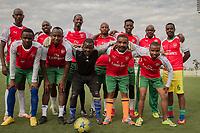 Mitglieder des offiziellen Arsenal-London-Fanklubs in Kigali, Ruanda. Das Land ist ab der Saison 2018/19 Trikotsponsor des Top-Vereins