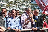 SAO BERNARDO DO CAMPO, SP, 21.07.2014 - ELEICOES 2014 - ALEXANDRE PADILHA - SAO PAULO -  candidato do PT ao governo de São Paulo, Alexandre Padilha acompanhado do prefeito de São Bernardo do Campo, Luiz Marinho (2º e/d), e do senador Eduardo Suplicy (PT-SP) (d), faz campanha em São Bernardo do Campo, no ABC paulista, nesta segunda-feira.  (Foto: Carlos Pessuto / Brazil Photo Press).