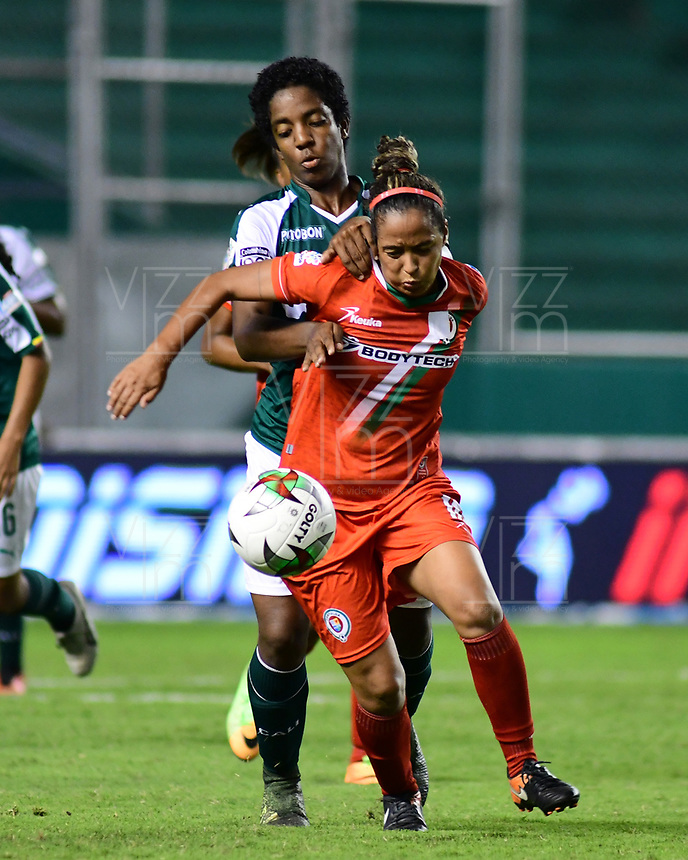 PALMIRA - COLOMBIA, 03-08-2019: Maria Rodallega del Cali disputa el balón con Ingrid Vidal de Cortulua durante partido entre Deportivo Cali y Cortuluá por la fecha 4 de la Liga Femenina Águila 2019 jugado en el estadio Deportivo Cali de la ciudad de Palmira. / Maria Rodallega of Cali vies for the ball with Ingrid Vidal of Cortulua during match between Deportivo Cali and Cortulua for the date 4 as part Aguila Women League 2019 played at Deportivo Cali stadium in Palmira city. Photo: VizzorImage / Nelson Rios / Cont