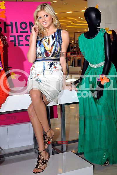 *México*D.F*23feb2012* -. Liverpool Polanco.La modelo estadounidense Kate Upton, recorre una de las instalaciones de la cadena departamental Liverpool dentro de sus actividades en el Fashion Fest,  en su edición primavera-verano.Liverpool Polanco.La U.S. model Kate Upton, runs a chain facilities within their departmental Liverpool Fashion Fest activities in spring-summer edition.<br /> .Photo:©Francisco Morales//DAMMPHOTO.COM/NORTEPHOTO*