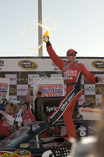 Oct 26, 2008; 5:09:30 PM;  Hampton, GA. USA; NASCAR Sprint Cup Series victory lane celebrations at the Atlanta Motor Speedway for the  Pep Boys Auto 500.  Mandatory Credit: (thesportswire.net)