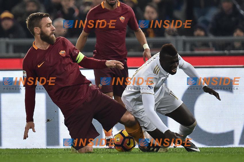 Daniele De Rossi Roma, MBaye Niang Milan <br /> Roma 12-12-2016 Stadio Olimpico Football <br /> Campionato Serie A 2016/2017 <br /> AS Roma - Milan <br /> Foto Andrea Staccioli / Insidefoto