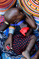 KENYA, Marsabit, Samburu village Merille, mother with child / KENIA, Marsabit, Samburu Dorf Merille, Mutter mit Kind