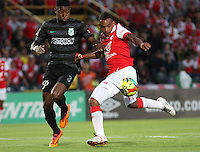 BOGOTA -COLOMBIA, 5- OCTUBRE-2014. Wilder Medina ( Der) de Independiente  Santa Fe  disputa el balón con Oscar Murillo ( Izq) del Atletico Nacional durante partido   de La Liga Postobón treceava fecha 2014-2. Estadio  Nemesio Camacho El Campin   / Wilder Medina (R) of Independiente Santa Fe fights for the ball with Oscar Murillo (L) of Atletico Nacional during La Liga match Postobón  13th 2014-2.  Nemesio Camacho El Campin stadium . Photo: VizzorImage / Felipe Caicedo / Staff