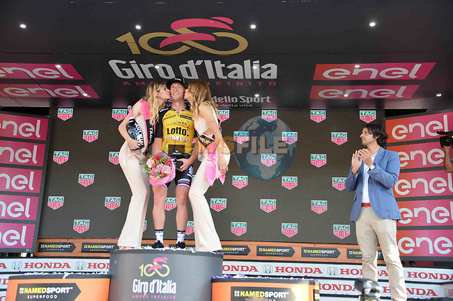 Jos van Emden (NED) Team Lotto NL-Jumbo wins Stage 21 of the 100th edition of the Giro d'Italia 2017, an individual time trial running 29.3km from Monza Autodrome to Milan Duomo, Italy. 28th May 2017.<br /> Picture: LaPresse/Gian Mattia D'Alberto | Cyclefile<br /> <br /> <br /> All photos usage must carry mandatory copyright credit (&copy; Cyclefile | LaPresse/Gian Mattia D'Alberto)