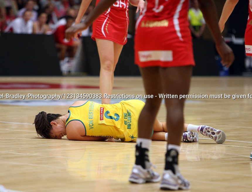 28.10.2012 Australia's Natalie Von Bertouch in action during the netball test match between Australia and England as part of the Quad Series played at the TECT Arena in Tauranga. Mandatory Photo Credit ©Michael Bradley.