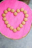 Janneke found the tree trunks by the side of the road and painted them in vibrant colours. The little cookies are a Dutch treat called 'pepernoten' and typically served during the feast of Sinterklass