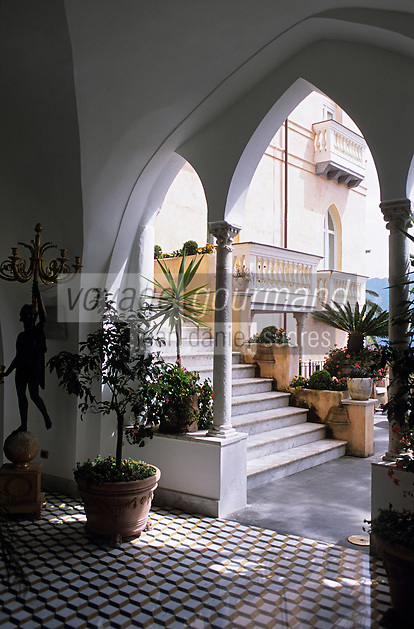 "Europe/Italie/Côte Amalfitaine/Campagnie/Ravello : Hall de l'hôtel ""Palazzo Sasso"" via San Giovanni del Toro"