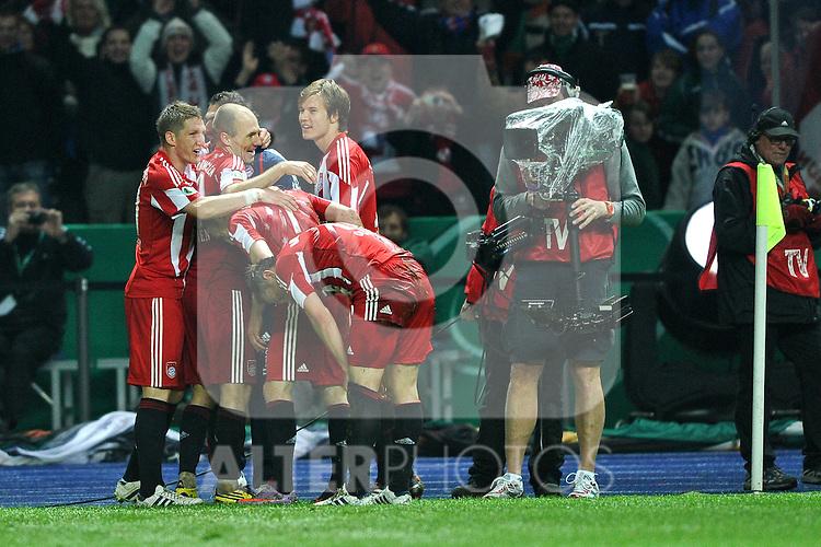 15.05.2010, Olympia Stadion, Berlin, GER, DFB Pokal Finale 2010,  Werder Bremen vs Bayern Muenchen im Bild Jubel Bayern nach dem 3:0 durch Frank Ribery (Bayern #7)..Foto © nph /  Conny Kurth