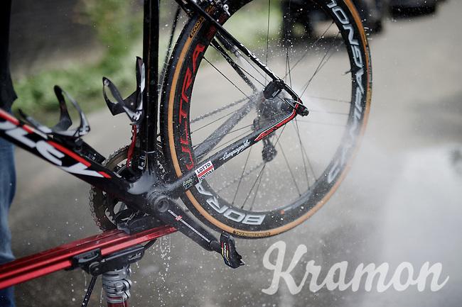 washing the bikes post-race<br /> <br /> Heistse Pijl 2016