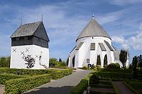 Romanische Rundkirche  &Oslash;sterlars Kirke (12.Jh.) auf der Insel Bornholm, D&auml;nemark, Europa<br /> Romanesque round church &Oslash;sterlars Kirke (12.c.), Isle of Bornholm Denmark