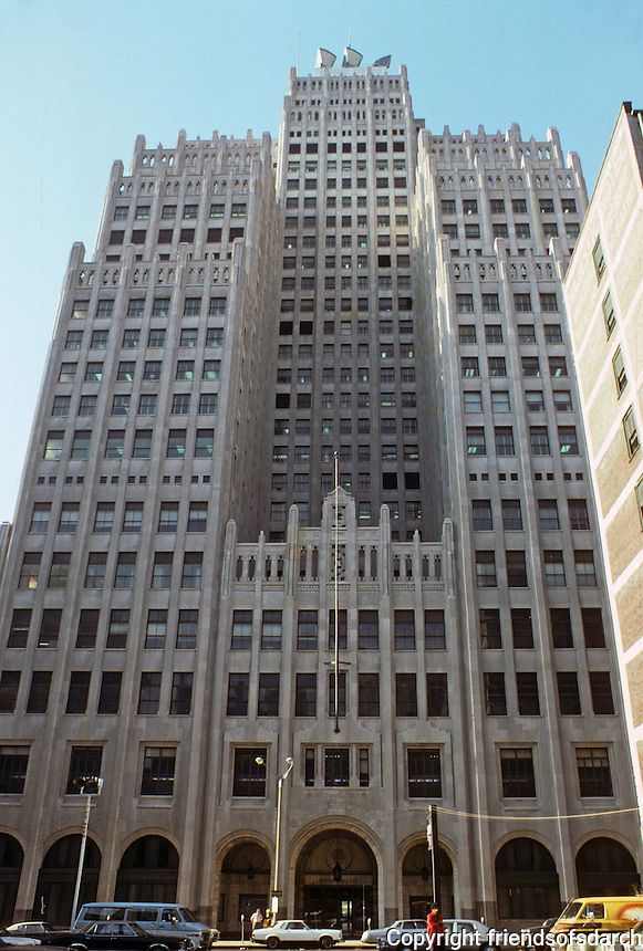 St. Louis: Southwestern Bell, 1925. Mauran, Russell & Crowell. Skyscraper with 17 individual roofs and setback construction. Photo '78.