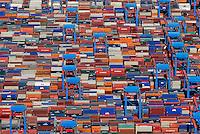 Containerlager: EUROPA, DEUTSCHLAND, HAMBURG, (EUROPE, GERMANY), 31.08.2008: Altenwerder, CTA, Container, Lager, Kran, Ladung, Boom, Containerbruecken, containers,  Containerterminal, Containerumschlag, Containerverkehr,  Elbe, Europa, europaeisch, Europe, European, German, Germany, Haefen, Hafen, Hafenansicht, Hafenansichten, Hafenszene, Hafenszenen, Hafenszenerie, Hafenszenerien, Hamburg, harbor, harbor sceneries, harbor scenery, harbors, harbour, harbour sceneries, harbour scenery, harbours, Haven, HHLA Container Terminal Altenwerder,  Kraene, Kran, Norddeutschland, North German,  ocean shipping, Aufwind-Luftbilder, Luftbild, Luftaufname, Luftansicht.c o p y r i g h t : A U F W I N D - L U F T B I L D E R . de.G e r t r u d - B a e u m e r - S t i e g 1 0 2, .2 1 0 3 5 H a m b u r g , G e r m a n y.P h o n e + 4 9 (0) 1 7 1 - 6 8 6 6 0 6 9 .E m a i l H w e i 1 @ a o l . c o m.w w w . a u f w i n d - l u f t b i l d e r . d e.K o n t o : P o s t b a n k H a m b u r g .B l z : 2 0 0 1 0 0 2 0 .K o n t o : 5 8 3 6 5 7 2 0 9.C o p y r i g h t n u r f u e r j o u r n a l i s t i s c h Z w e c k e,  V e r o e f f e n t l i c h u n g  n u r  m i t  H o n o r a r  n a c h M F M, N a m e n s n e n n u n g  u n d B e l e g e x e m p l a r !.