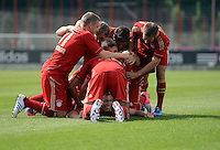 FUSSBALL     1. BUNDESLIGA     SAISON  2012/2013     30.07.2012 Fototermin beim  FC Bayern Muenchen  Bastian Schweinsteiger,  Mario Mandzukic, Philipp Lahm (v. li.)