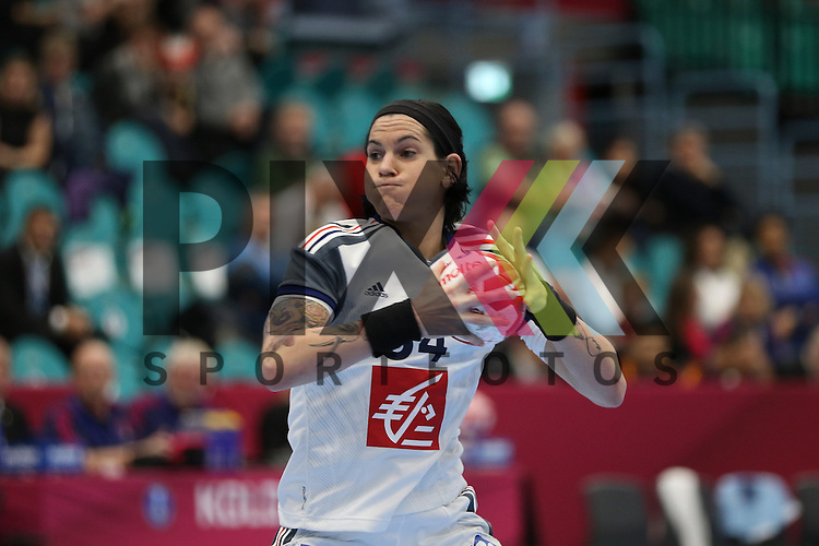 Kolding (DK), 10.12.15, Sport, Handball, 22th Women's Handball World Championship, Vorrunde, Gruppe C, Frankreich-DR Kongo : 7 Meter Alexandra Lacrabere (Frankreich, #64)<br /> <br /> Foto &copy; PIX-Sportfotos *** Foto ist honorarpflichtig! *** Auf Anfrage in hoeherer Qualitaet/Aufloesung. Belegexemplar erbeten. Veroeffentlichung ausschliesslich fuer journalistisch-publizistische Zwecke. For editorial use only.