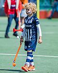 DEN HAAG -  Jonge supporter HDM    tijdens  de eerste Play out wedstrijd hoofdklasse heren ,  HDM-HCKZ (1-2) . . COPYRIGHT KOEN SUYK