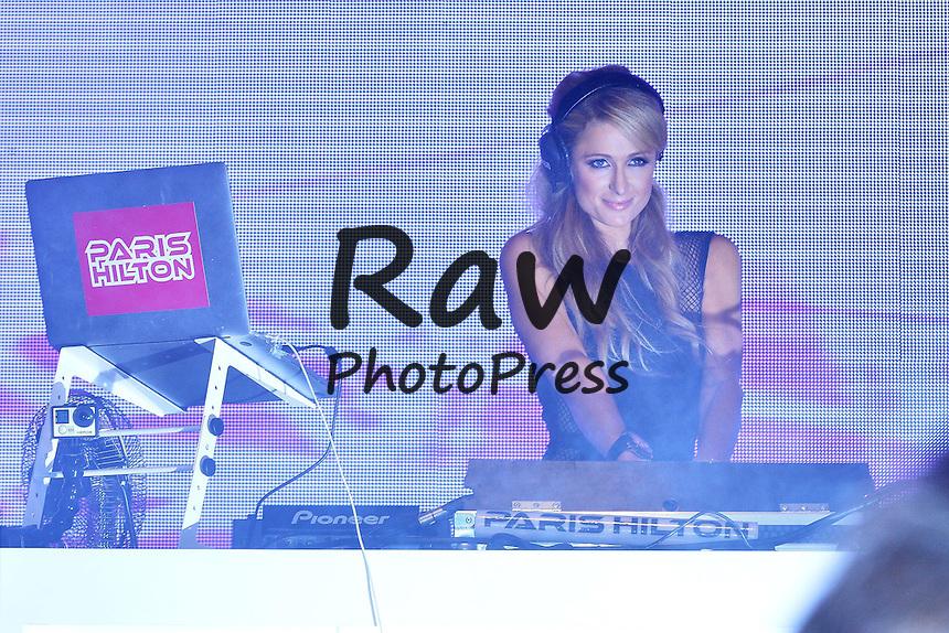 La Famosa Paris Hilton vista durante una sesion de DJ durante <br /> <br /> Picture Shows: Paris Hilton fashion show de Polish Fashion Week en Rzg&oacute;w.<br /> <br /> August 28, 2015: August 28, 2015<br /> <br /> American Socialite, Paris Hilton, is seen performing a DJ set during a fashion show at Polish Fashion Week in Rzg&oacute;w, Poland.<br /> <br /> Non-Exclusive<br /> ***NO POLAND***<br /> WORLDWIDE RIGHTS<br /> <br /> Pictures by : FameFlynet UK &copy; 2015<br /> Tel : +44 (0)20 3551 5049<br /> Email : info@fameflynet.uk.com