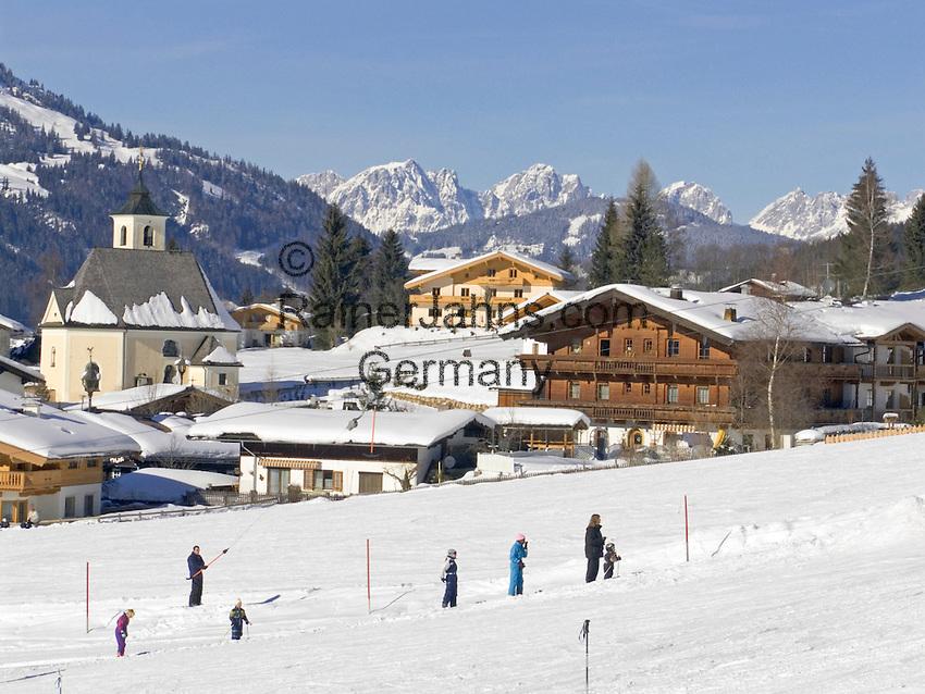 Austria, Tyrol, near Kirchberg in Tyrol, Wintersport in Aschau at Sperten-Valley, background Kaiser Mountains | Oesterreich, Tirol, bei Kirchberg in Tirol, Wintersportort Aschau im Spertental, im Hintergrund das Kaisergebirge