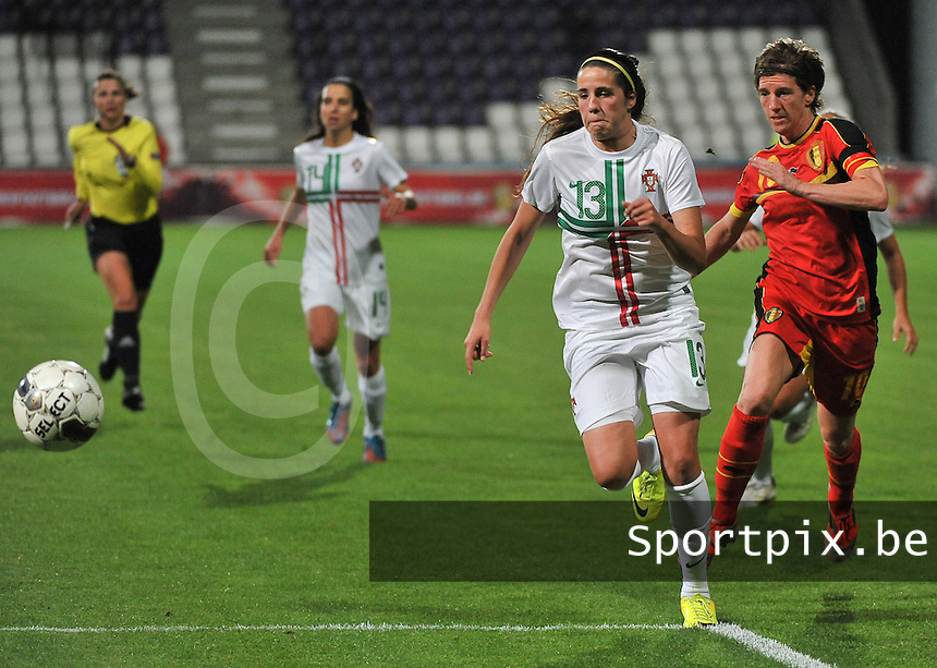 20131031 - ANTWERPEN , BELGIUM : Belgian Aline Zeler  (10) pictured in a sprint with Portugese Filipa Rodrigues (13)  during the female soccer match between Belgium and Portugal , on the fourth matchday in group 5 of the UEFA qualifying round to the FIFA Women World Cup in Canada 2015 at Het Kiel stadium , Antwerp . Thursday 31st October 2013. PHOTO DAVID CATRY