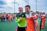 Den Bosch  - keeper Pirmin Blaak (Ned)  met Arjen Lodewijks (Ned)   na   de Pro League hockeywedstrijd heren, Nederland-Belgie (4-3). midden Mirco Pruijser (Ned)     COPYRIGHT KOEN SUYK