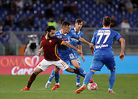 Calcio, Serie A: Roma vs Empoli. Roma, stadio Olimpico, 17 ottobre 2017.<br /> Roma&rsquo;s Mohamed Salah, left, is challenged by Empoli&rsquo;s Mario Rui, during the Italian Serie A football match between Roma and Empoli at Rome's Olympic stadium, 17 October 2015.<br /> UPDATE IMAGES PRESS/Isabella Bonotto