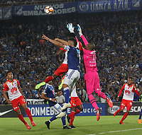 BOGOTÁ -COLOMBIA, 02-10-2018:Robinson Zapata guardameta de  de Independiente Santa Fe de Colombia en acción contra Millonarios  de Colombia durante partido de vuelta  por los octavos de final ,llave A,  de La Copa Conmebol Sudamericana 2018,jugado en el estadio Nemesio Camacho El Campín de la ciudad de Bogotá./Robinson Zapata goalkeeper of Independiente Santa Fe  of Colombia  in actions against Millonarios of Colombia  during second return meeting game for the knockout round, key A, of the Conmebol Sudamericana Cup  2018, played at the Nemesio Camacho stadium The Campín of the city of Bogotá. Photo: VizzorImage/ Felipe Caicedo / Staff