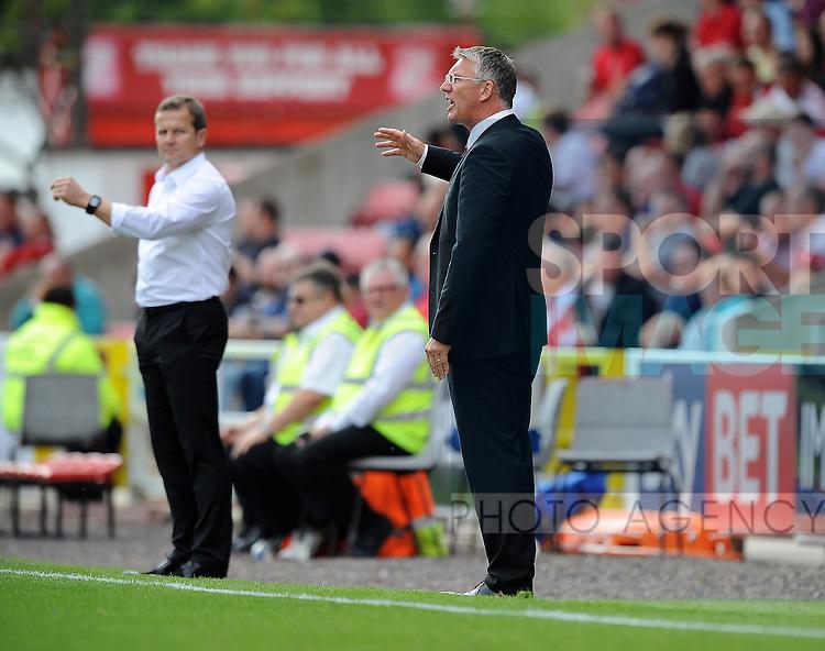 Sheffield United Manager Nigel Adkins issues instructions<br /> - English League One - Swindon Town vs Sheffield Utd - County Ground Stadium - Swindon - England - 29th August 2015