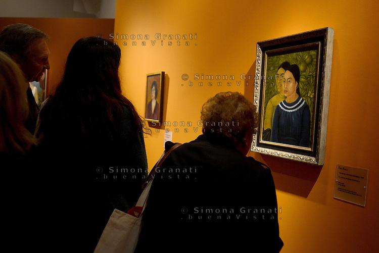 Roma, 18 Marzo 2014<br /> Scuderie del Quirinale.<br /> Frida Khalo.<br /> Mostra sulla vita e le opere dell'artista messicana simbolo dell'avanguardia artistica e della cultura messicana  del '900.<br /> Due donne, Herminia e Salvadora<br /> Exhibition on the life and work of mexican artist Frida Khalo.