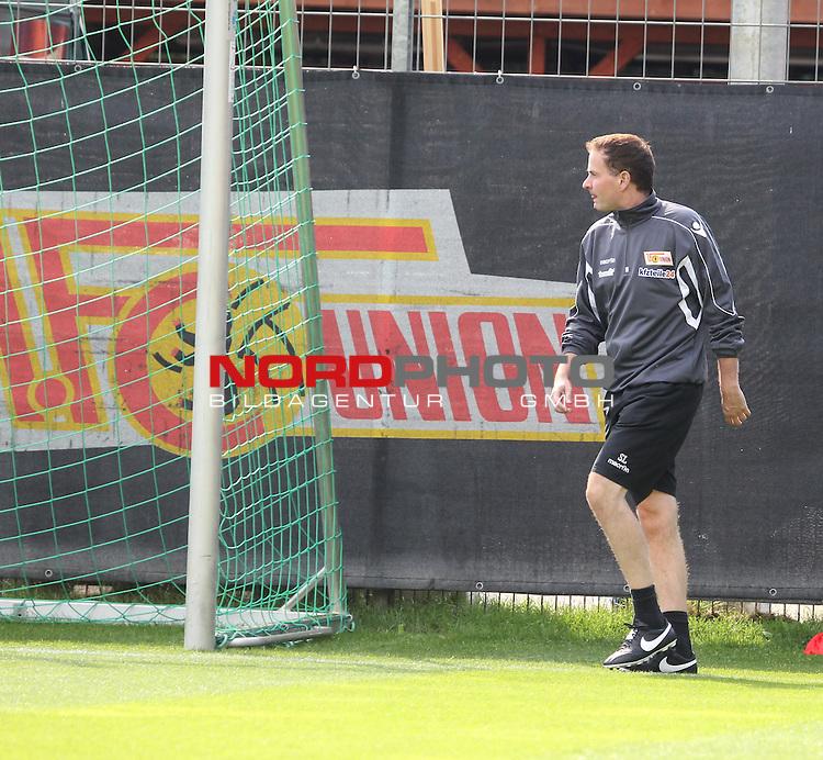 04.09.2015, Stadion an der Wuhlheide, Berlin, GER, 2.FBL, 1.FC UNION BERLIN VS., im Bild Cheftrainer (Head Coach) Sascha Lewandoaski (1.FC Union Berlin)<br /> <br />      <br /> Foto &copy; nordphoto /  Engler